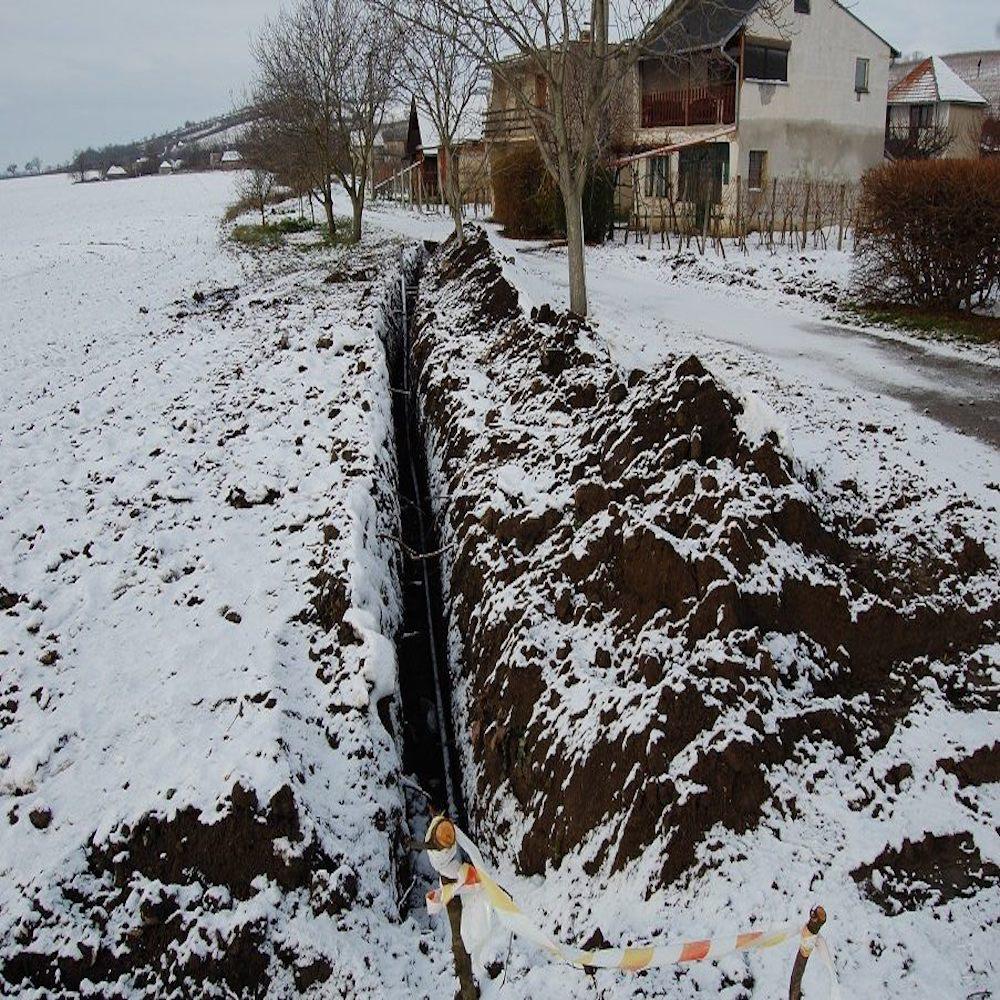 Elkezdődött a vízvezeték építése a muzslai szőlőhegyen