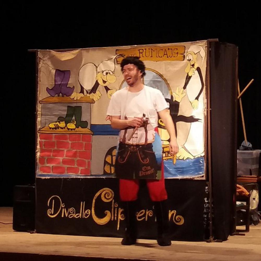 A Rumcájszról szólóm mese színpadi bemutatója Muzslán