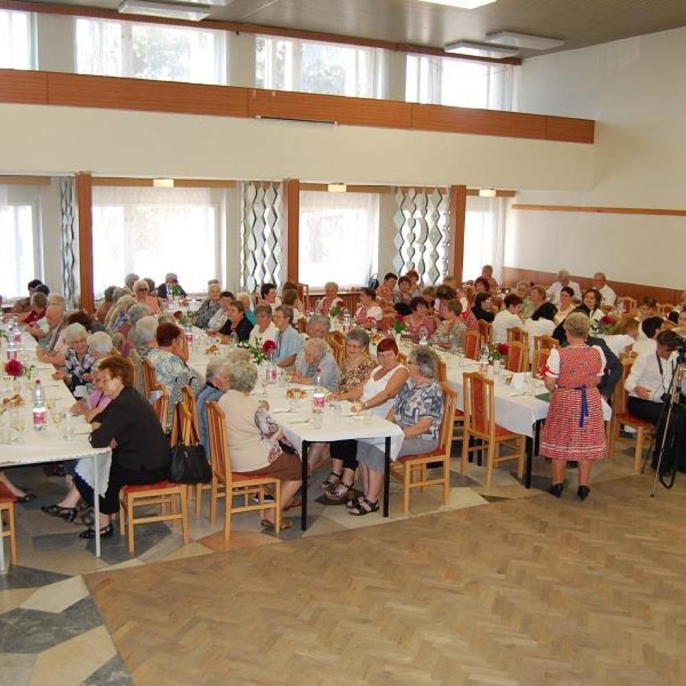 A nyugdíjasok Anyák Napi ünnepsége