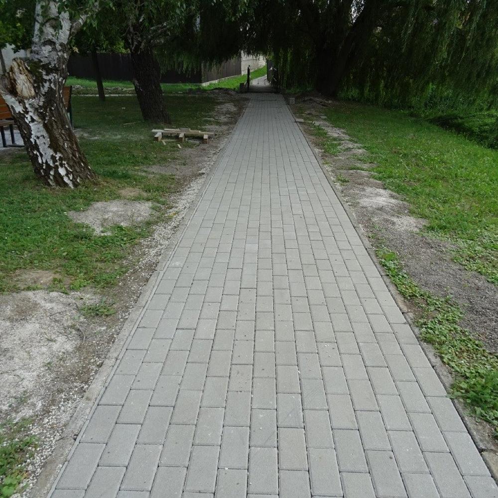 Elkezdődött a járdák felújítása és új járda építése Muzslán