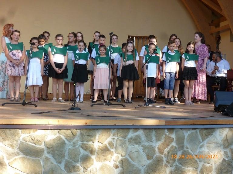 Predstavenie Súkromnej umeleckej školy Kataríny Pappovej názvom Znie pieseň, počúvame hudbu