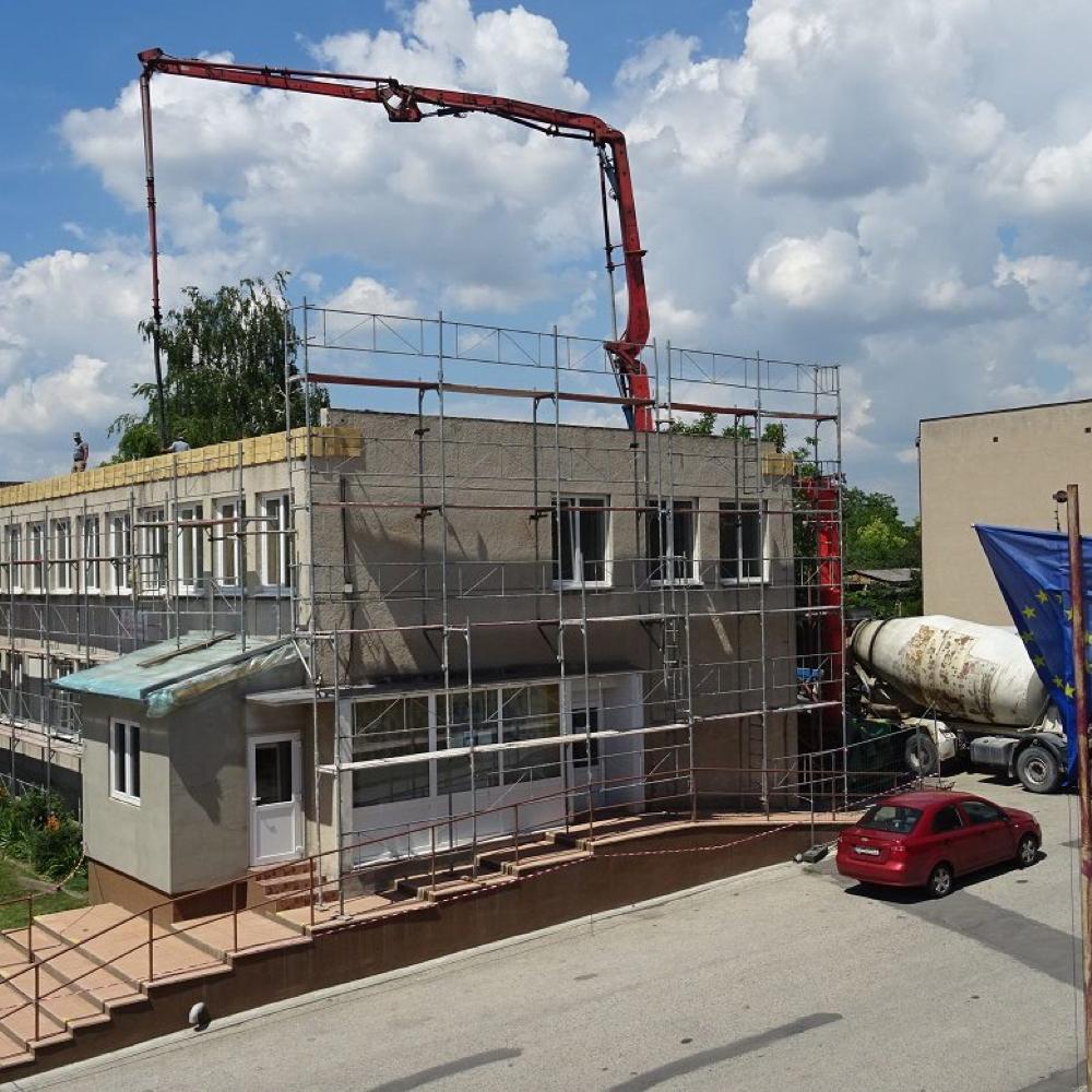 Pokračuje rekonštrukcia domu služieb v Mužle