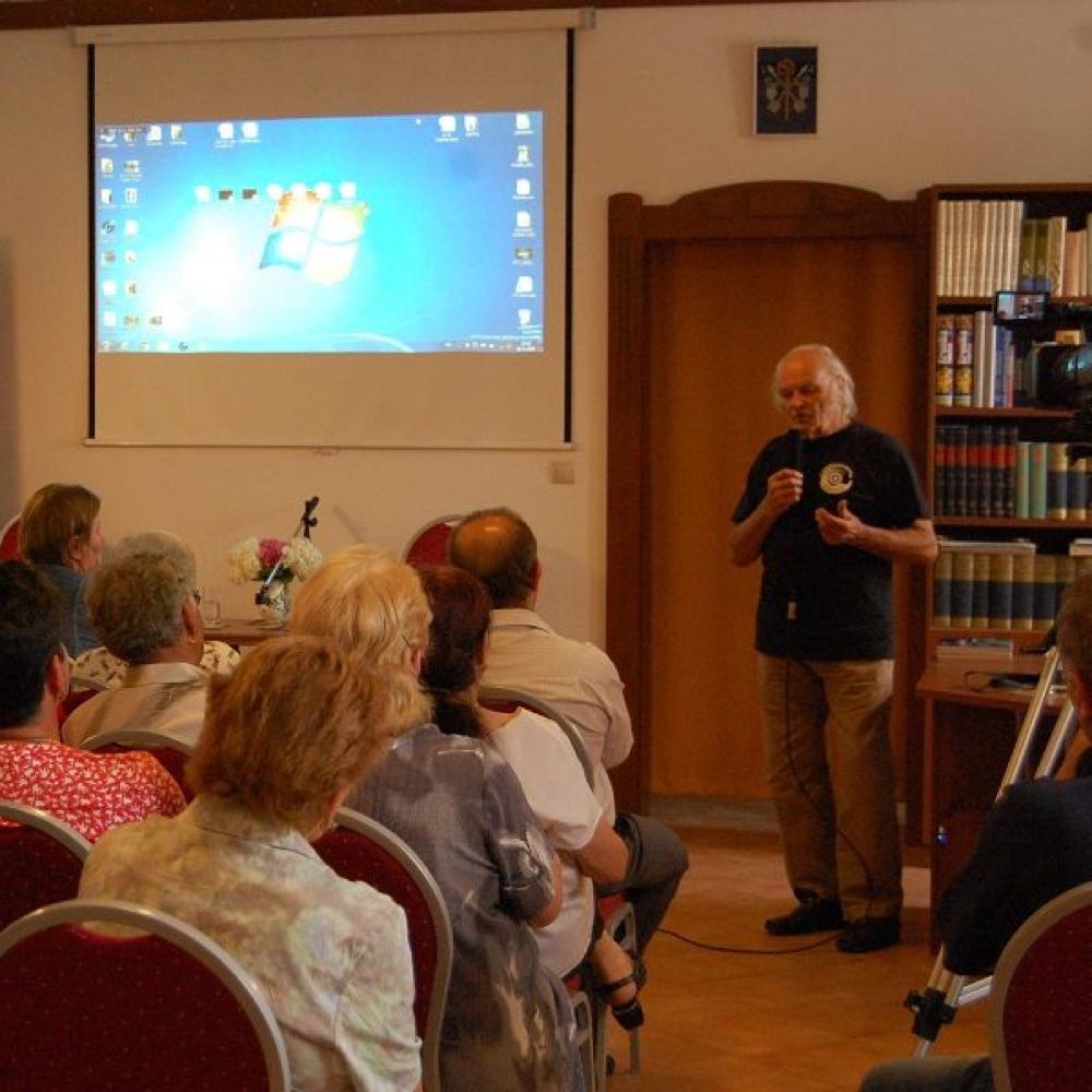 Martin Németh básnik a M Nagy László fotograf v miestnej knižnici