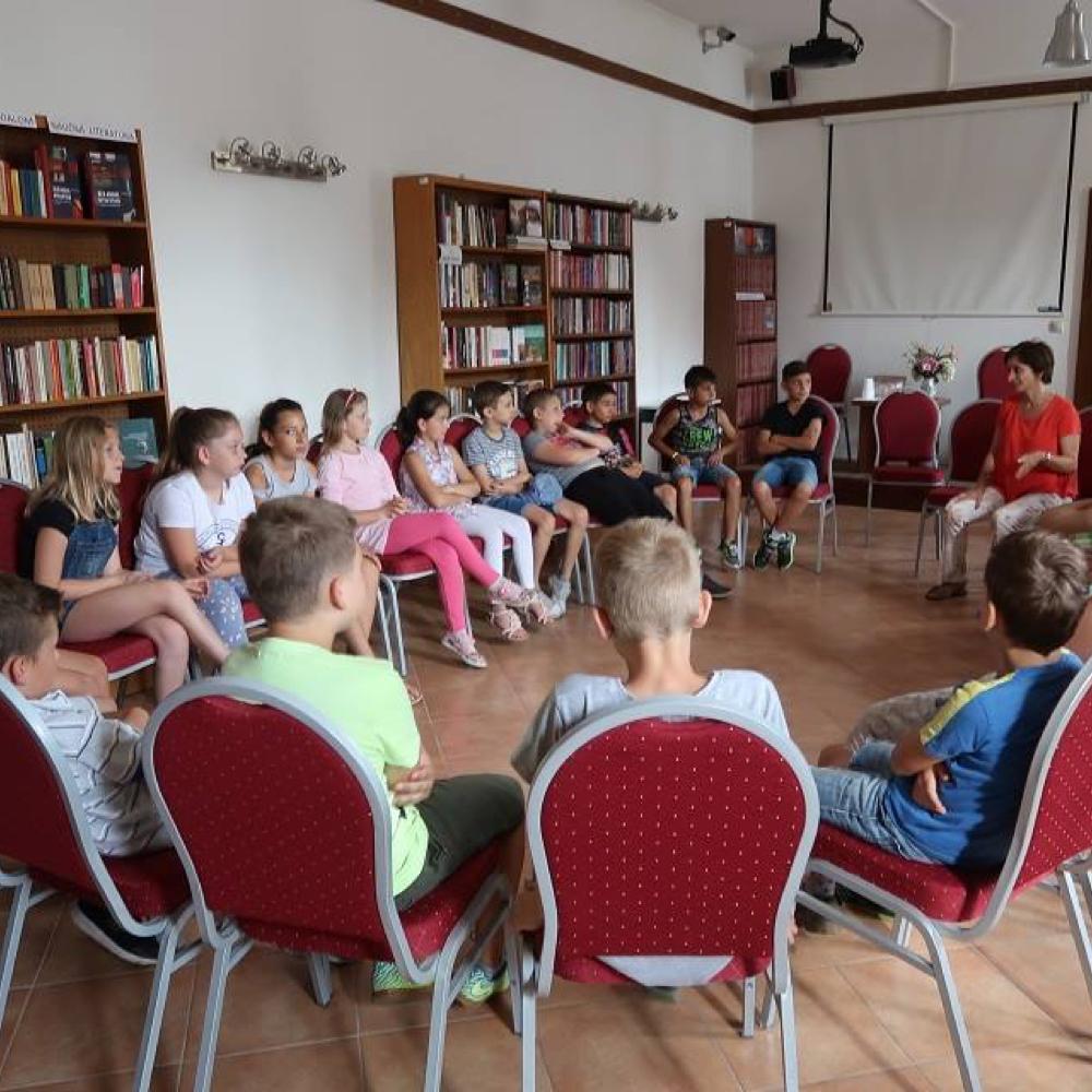 Netradičná hodina dramatiky pre žiakov v Obecnej knižnici v Mužle