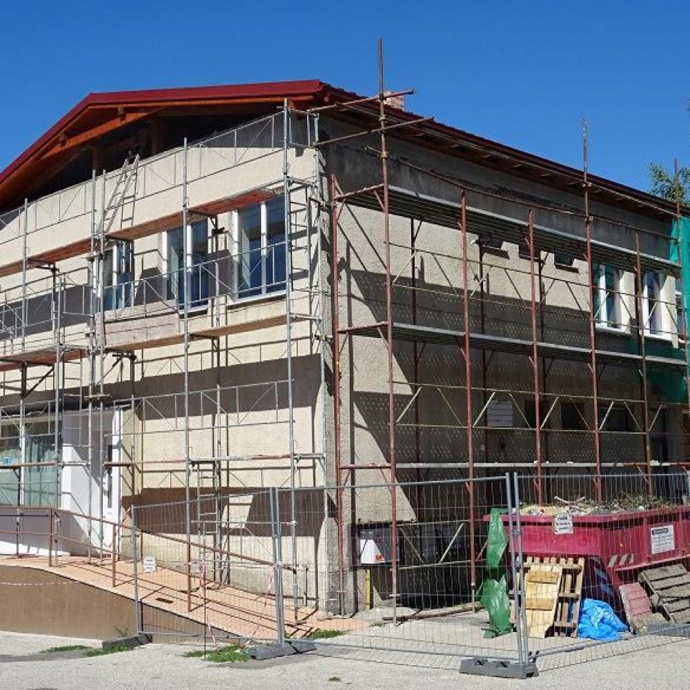 Pokračuje rekonštrukcia budovy domu sluźieb v Mužle