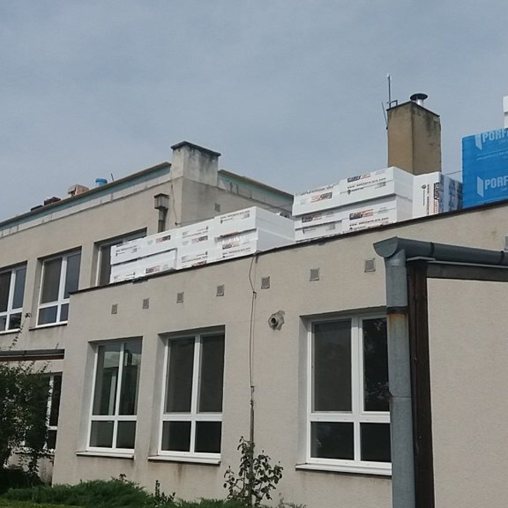 Zahájila sa kompletná rekonštrukcia budovy materskej školy v Mužle