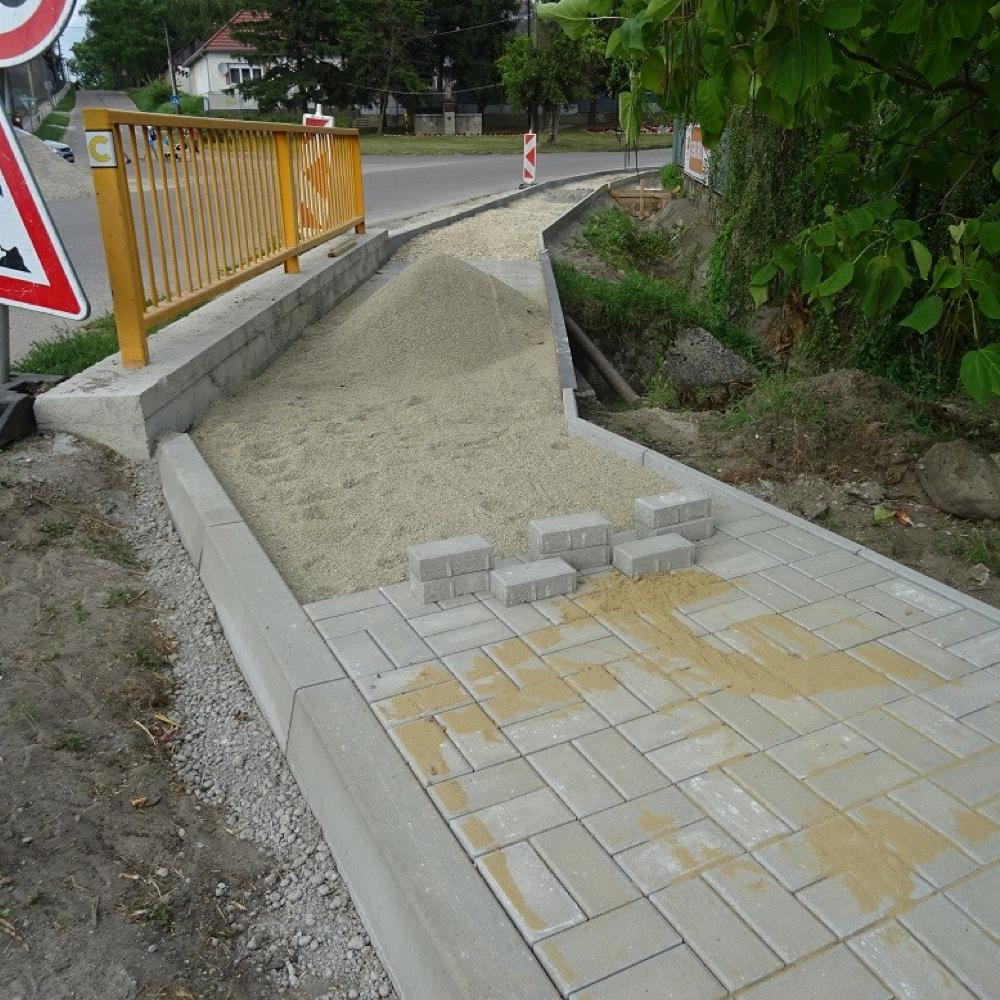 Naším cieľom je bezpečnosť chodcov v centre obce Mužla