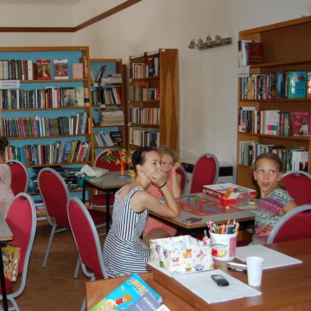 Pokračujú sa hry a veselosti v knižnici