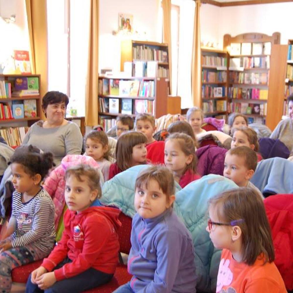 Žiaci materskej školy v knižnici