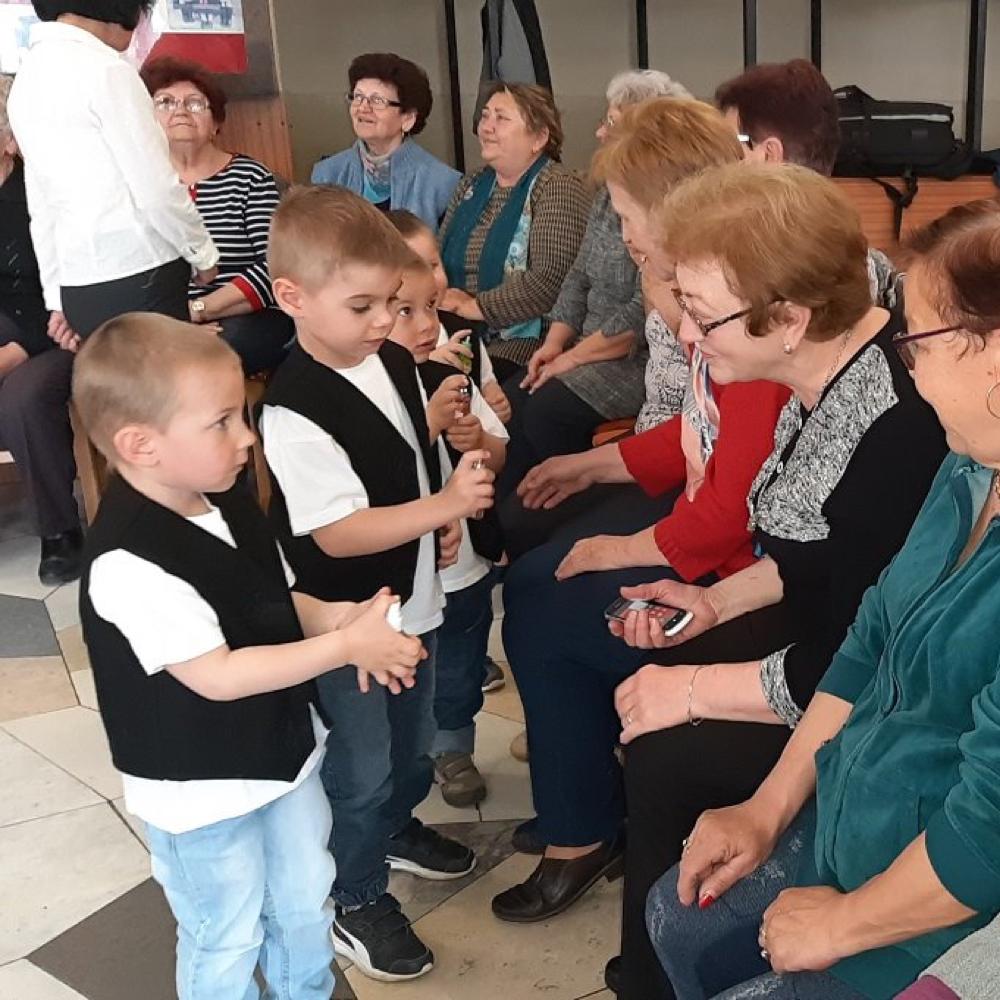 Mužlianske deti a dôchodcovia v očakávaní Veľej noci