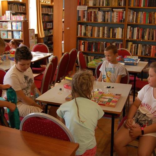 Dopoludňajšie spoločenské hry v knižnici
