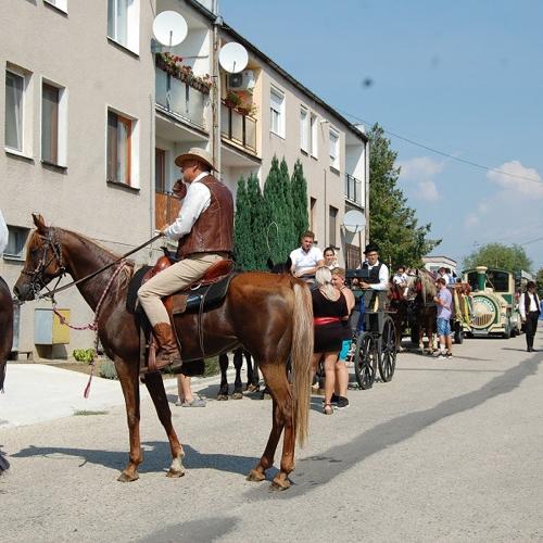 Oberačkovô slávkosti a deä obce