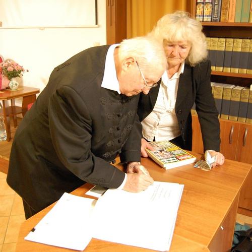 Stretnutie čitateľov so spisovateľom Jánosom Drábikom v mužlianskej knižnici