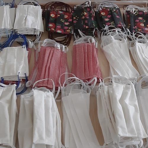 Mužlianske krajčírky aj v pondelok zhotovili veľa ochranných rúšok