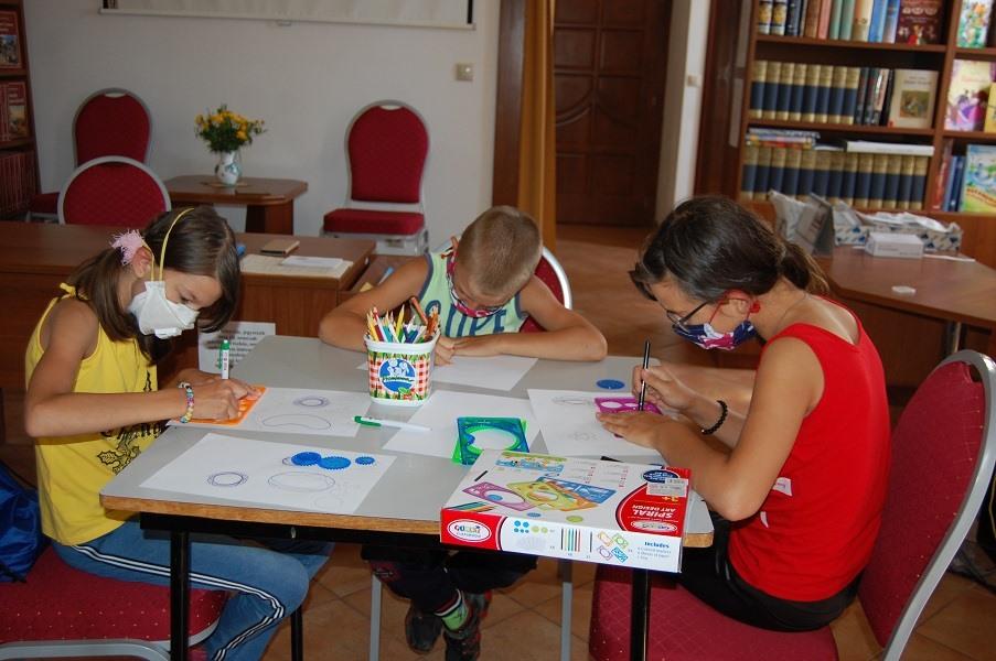 Dopoludnia plné spoločenskými hrami v knižnici