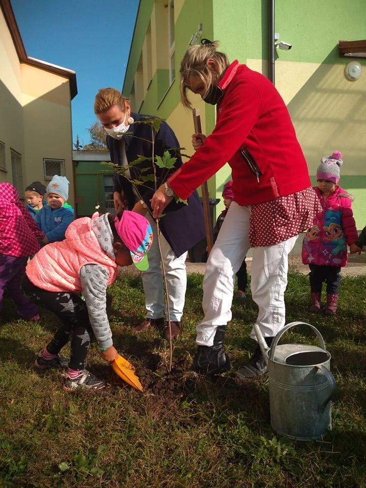 Mužlianski škôlkari zasadili stromčeky