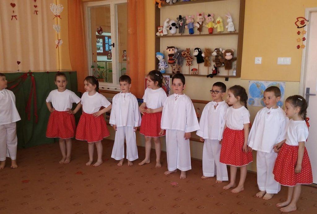 Predstavenie mužlianskych škôlkarov na deň matiek